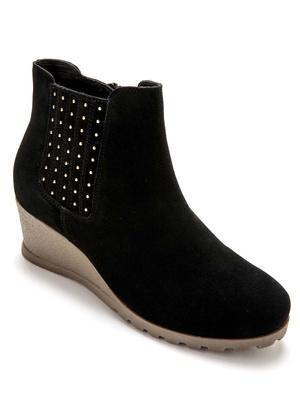 Boots avec petits clous largeur confort