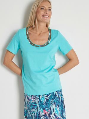Tee-shirt raffiné encolure V bijou